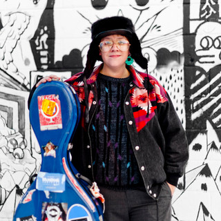 Cris Derksen - Winter in front of graffiti