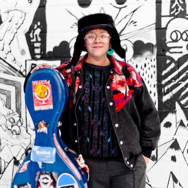 Cris Derksen - Winter in front of graffiti