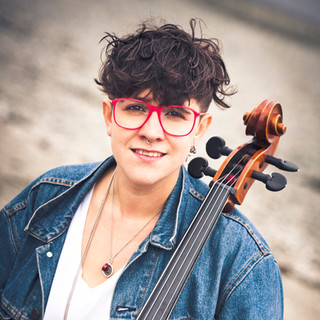 Cris Derksen holding cello