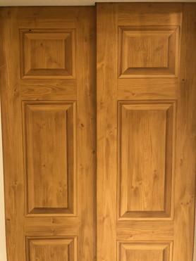 Trompe L'oeil faux bois panels on steel elevator door