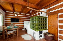 Obývák s kachlovou pecí