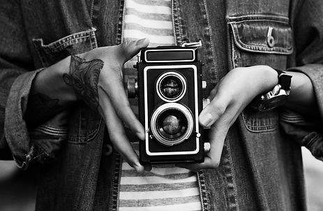 vintage-camera-photographer-focus-shooti