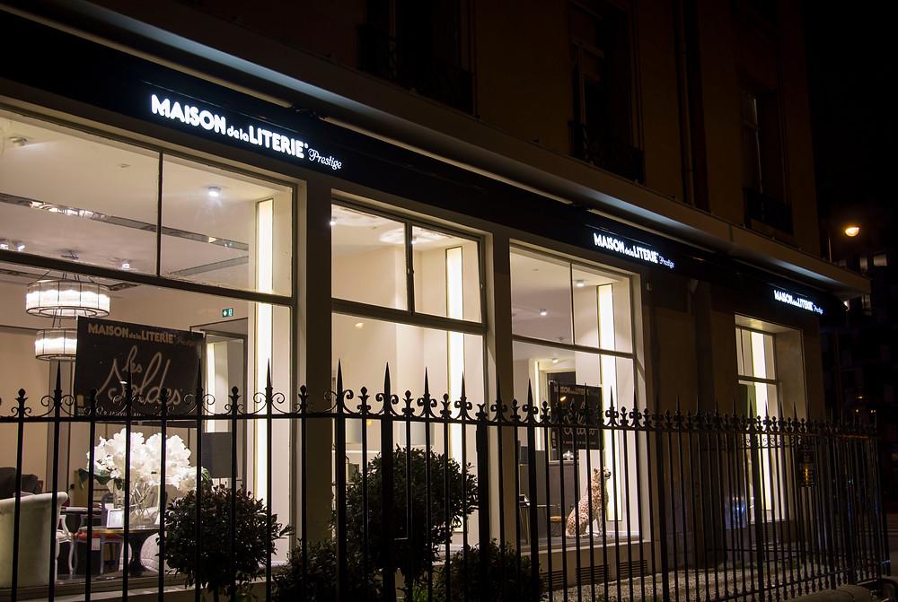 Installation de lambrequin lumineux pour store banne sur Paris