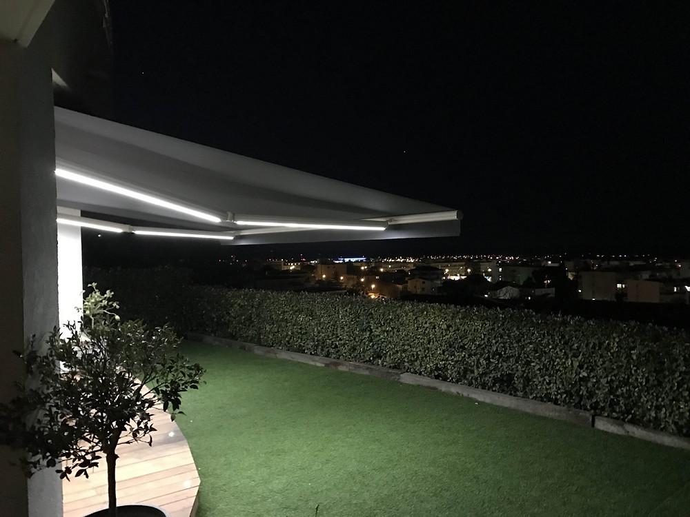 Eclairage LED sur bras de stores bannes