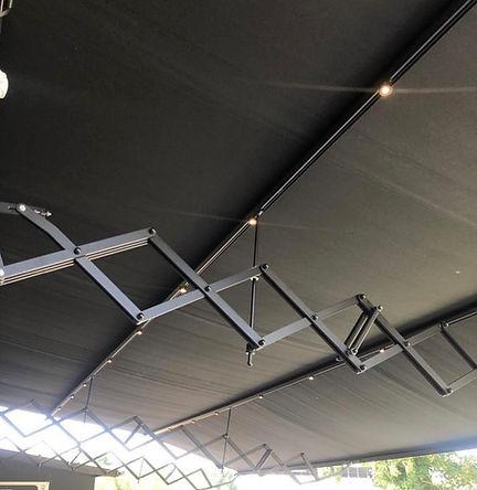 Installation d'un store banne Effel / accodéon pantographe par FORM