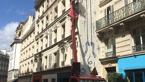 Form a confectionné et remplacé les néons de l'enseigne lumineuse extérieure de l'Hôtel Grand Amour