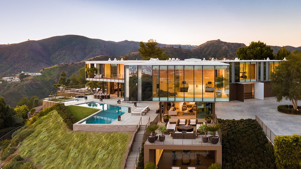 Modern Day Mansion in Los Angeles