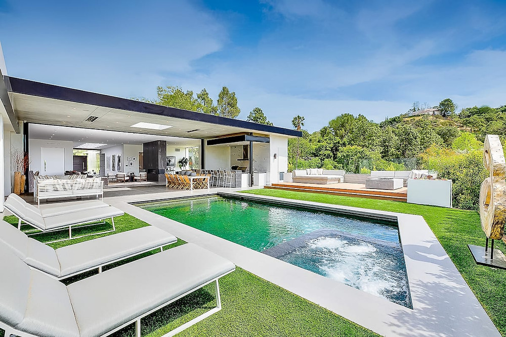 House with pool for rent