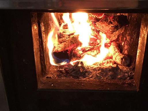 È arrivato il primo freddo: stufe a legna e impianti termici, ecco come utilizzarli in sicurezza