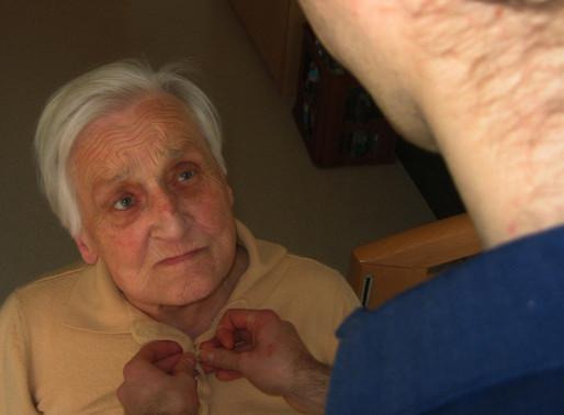 Alzheimer: ecco perché colpisce di più le donne
