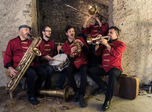 Domani 27 agosto al Castello di Pergine c'è la BandaStorta, sognando Fellini
