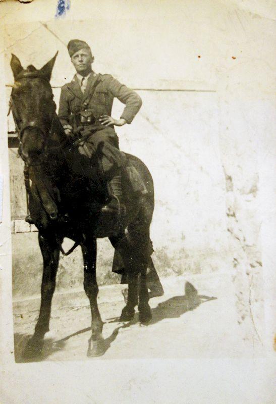 Celestino Dallapiccola il 31 marzo 1943 in Grecia