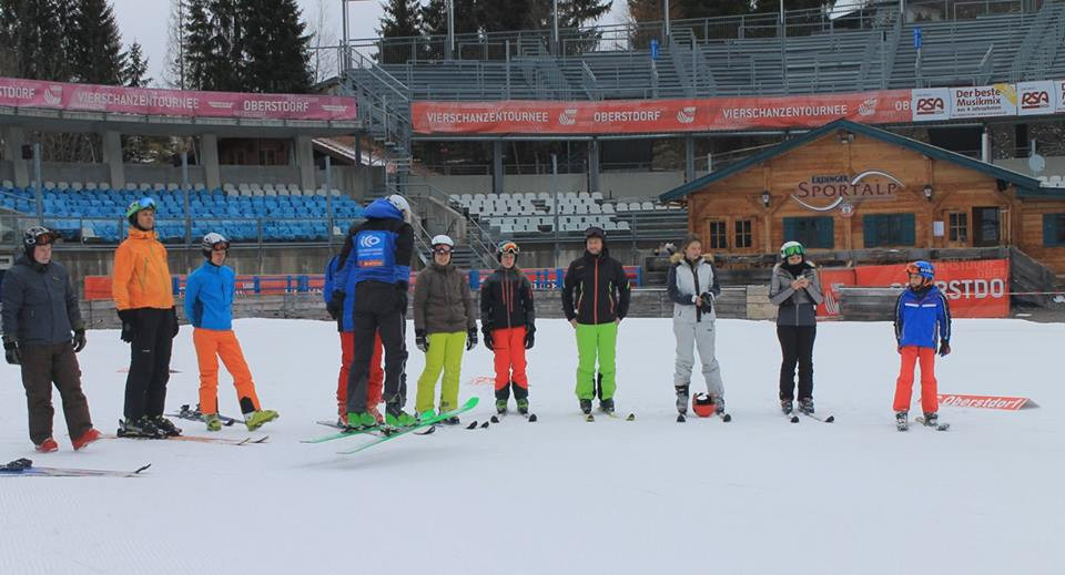 Aufwärmen beim Skisprungworkshop im Allgäu