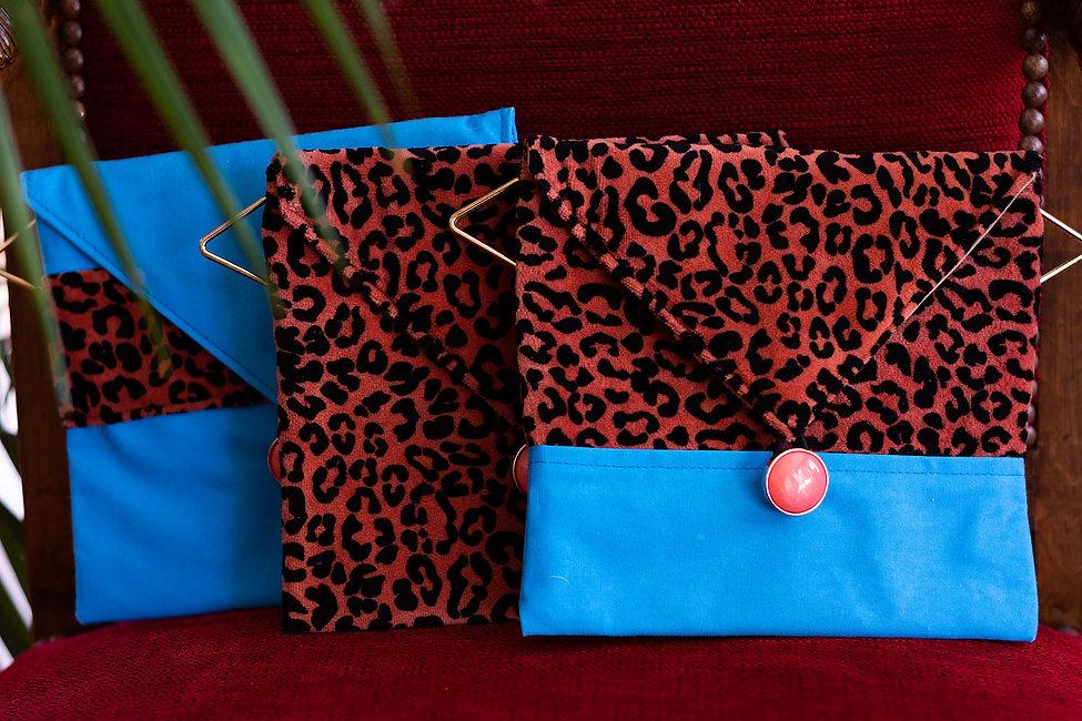 PEPE21-leo-velours-bleu-pochettes-Jamais