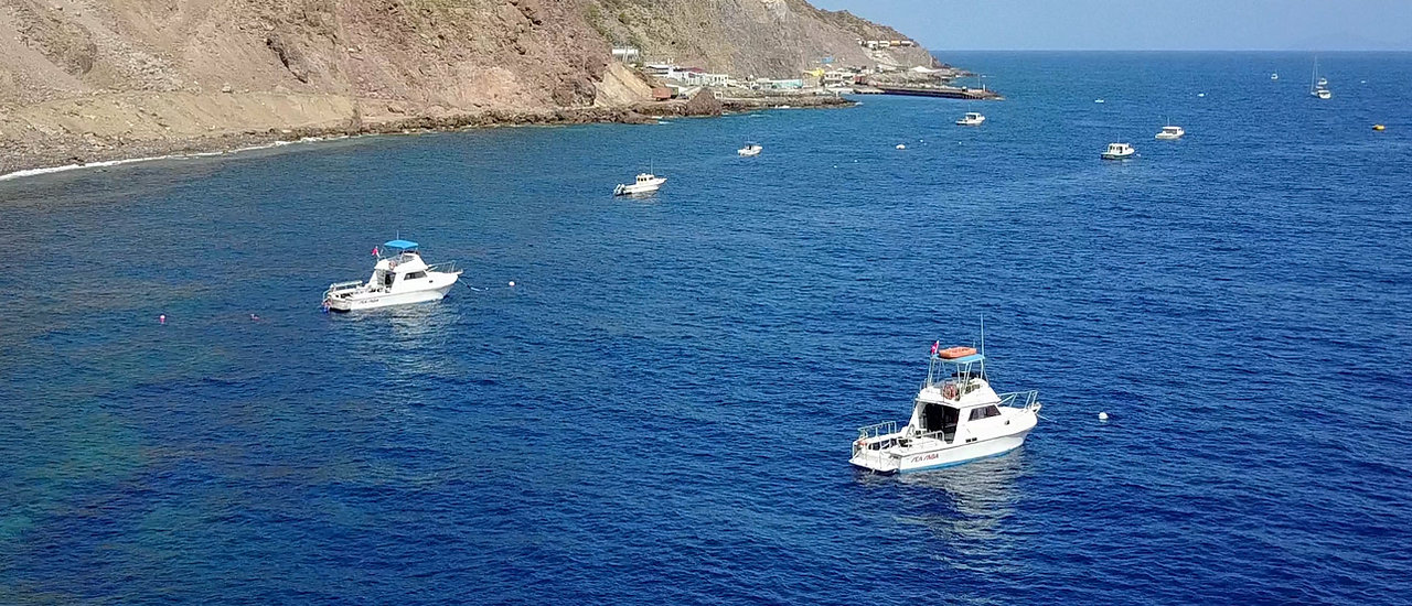 Sea Saba's Dive vessels at dive sites