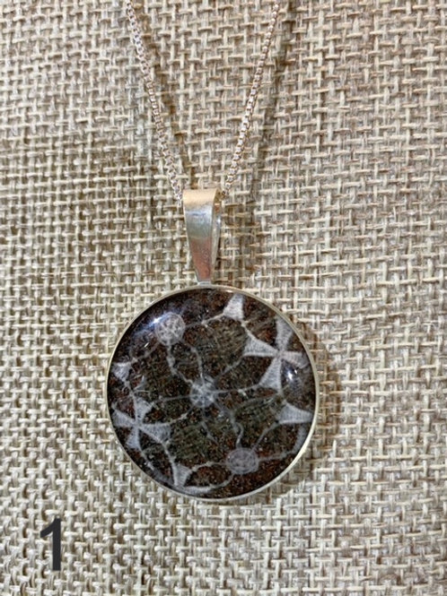 Well's Bay Saba Lace Necklace