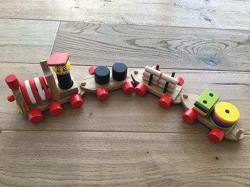 Lukas mit seinem Zug