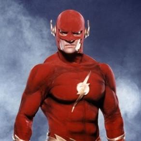 Arrowverse | Flash dos anos 90 aparece em foto dos bastidores do novo crossover