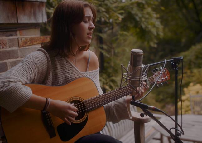 Lizzy McAlpine // Live Session