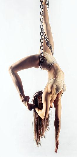peri chain hang.jpg