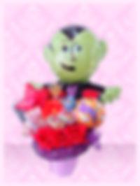 ハロウィンバルーンアレンジ オリジナル お菓子入り 楽しい ドラキュラ