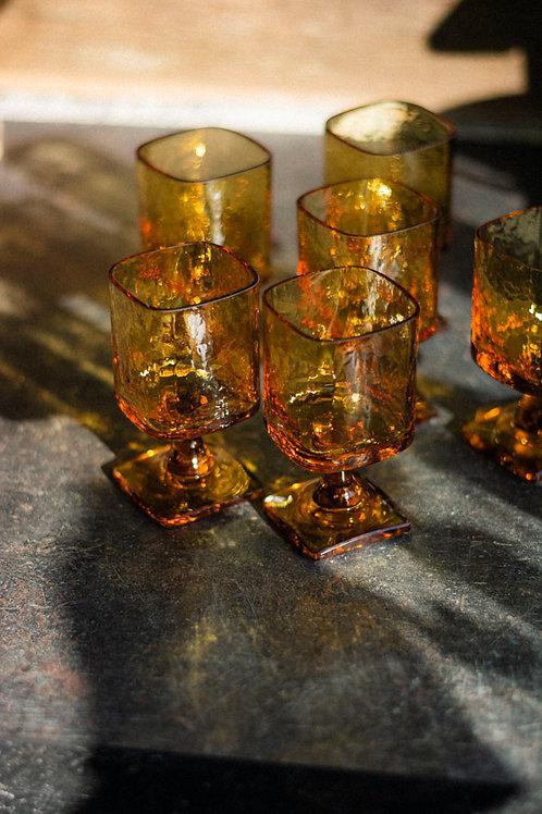 Amberkleurig wijnglas