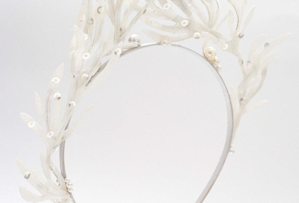 white bridal head piece