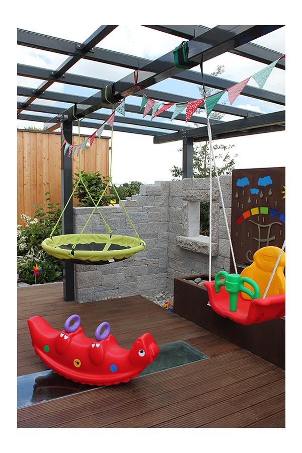 Spielgeräte auf der Terrasse