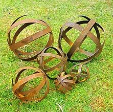 wwwbirdhousescomauhome Rusty Garden Art Orbs