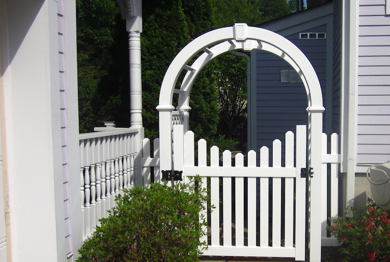 Charlotte Vinyl Fence Contractor