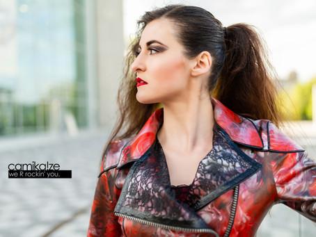 Raus aus der Schmuddelecke: Alltagstaugliche Mode aus Latex, made in Prummern