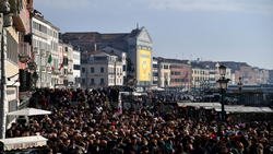 Venice crowded.png