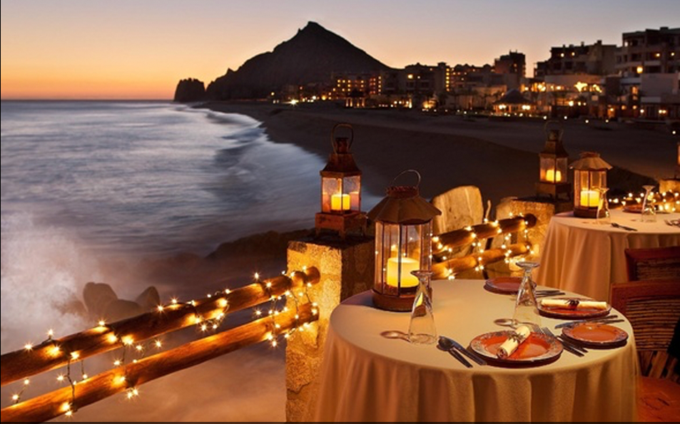 Dine by the water in one of our three restaurants with spectaular views of the Indian ocean.