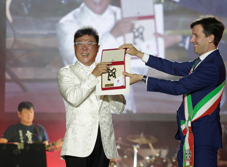 La pop star cinese Jonnie Jiang al Teatro del Maggio per il Florence China Charity Event