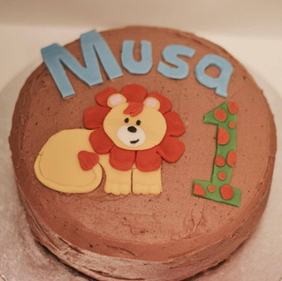 Nicola H made this beautiful first birthday cake recently, with a cute-as-a-button lion theme. Gorgeous!.jpg