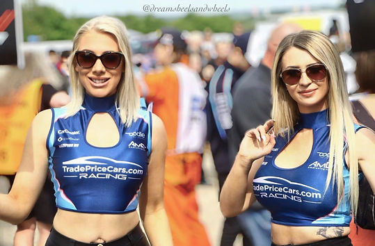 Sleeveless Keyhole Crop tops Grid Girl Outfits