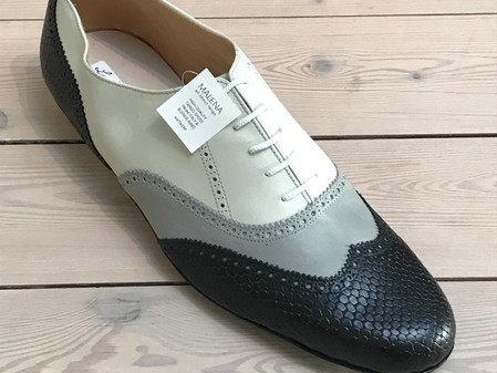 Large sizes with Lunatango: Tricolor Negro in size 46.