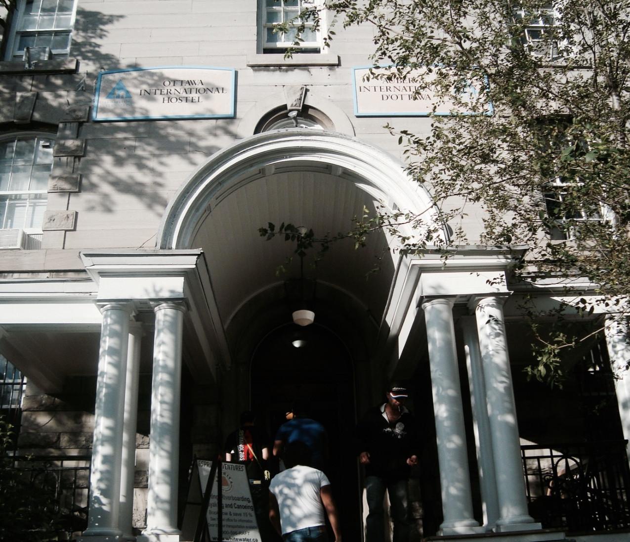 Entrada HI Hostel Ottawa - De Viaje con Armando