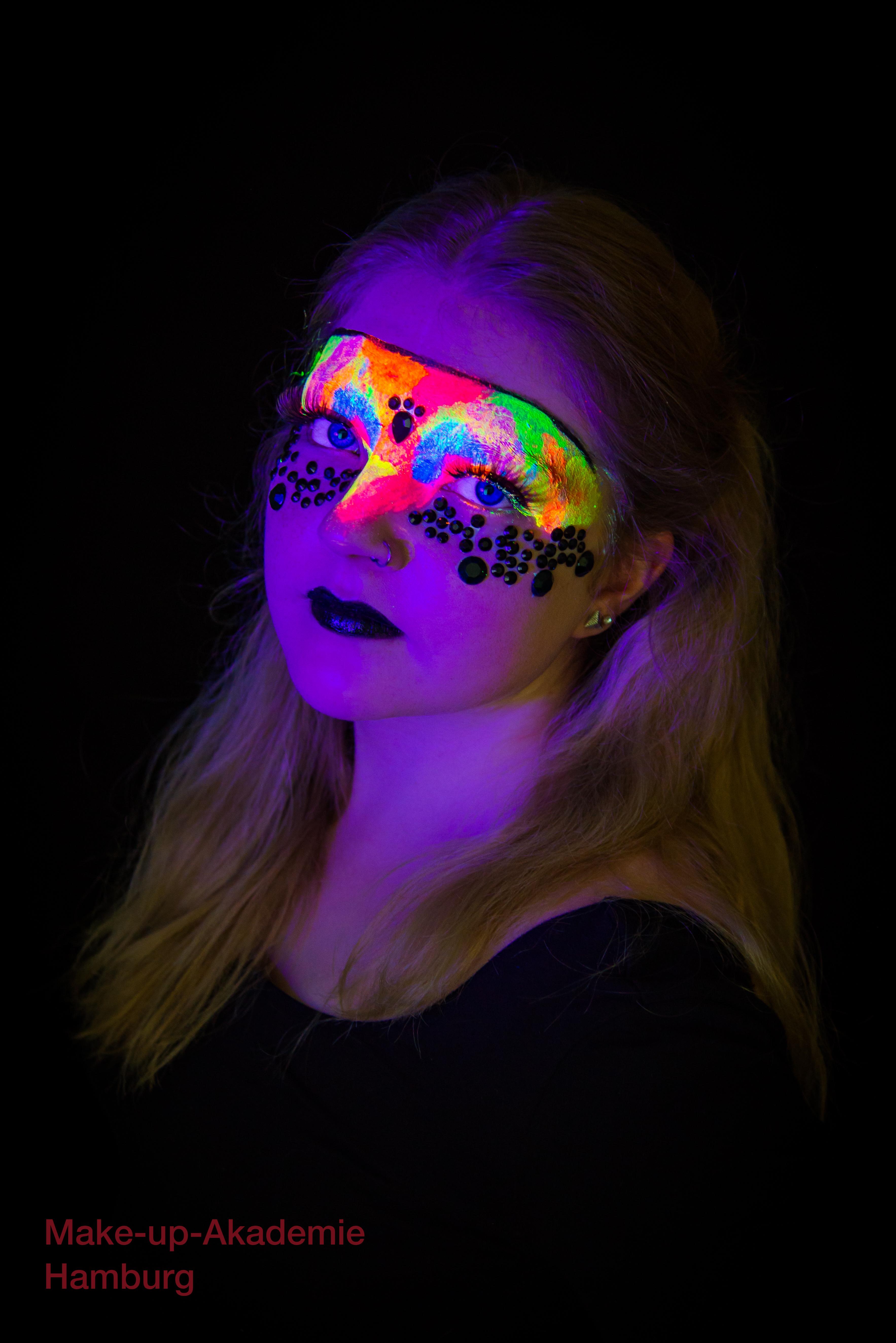 Make up mit Schwarzlicht