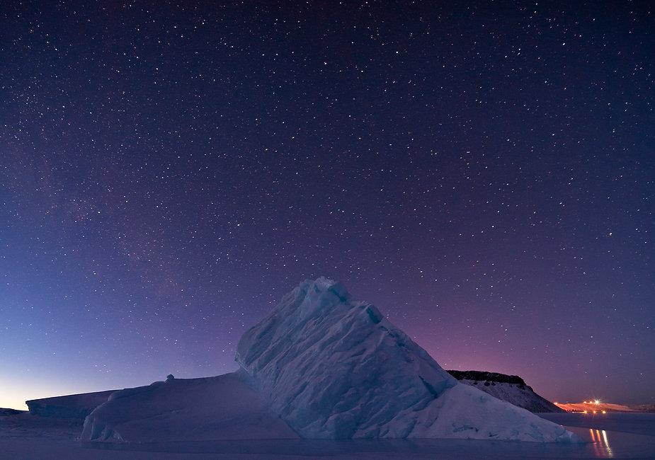 Iceberg_in_North_Star_Bay,_Greenland - NASA_edited.jpg