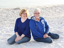 Lonnie and Belinda beach.JPG
