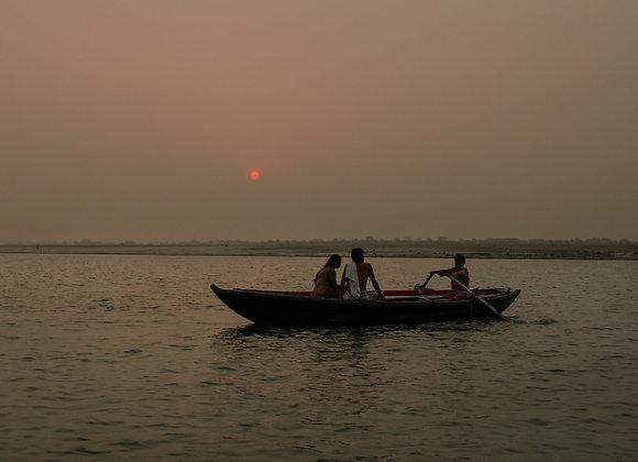 Pôr do sol no Rio Ganges