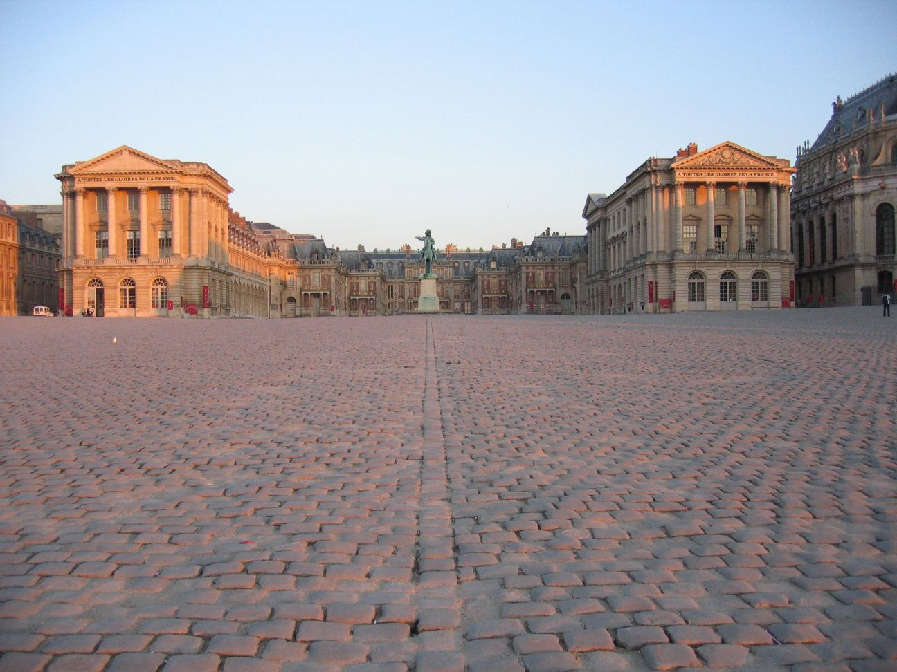Chateau de Versailles early morning