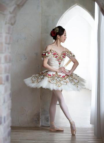 キトリ 3幕 バラ刺繍 ホワイト