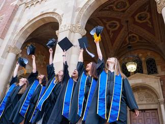 Hay más mujeres con estudios universitarios que hombres en la fuerza laboral, pero las mujeres sigue