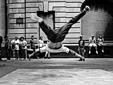 Уличный танцор
