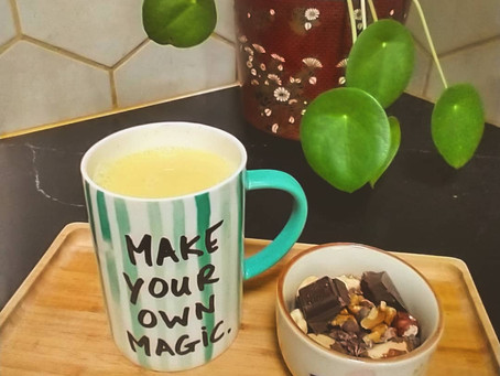 Golden curcuma latte uit mijn favoriete tas