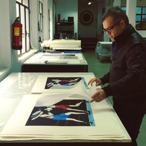 Signing the prints for Collecion Solo, Benveniste Printing House, Madrid, Spain.