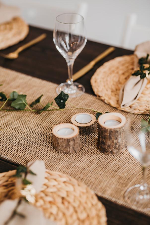 Tischdeko im rustikalen Stil
