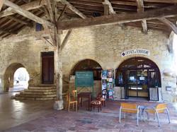 Saint-Clar_office du tourisme sous la halle